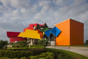A Bundle of Color: Frank Gehry's 1st Pro...