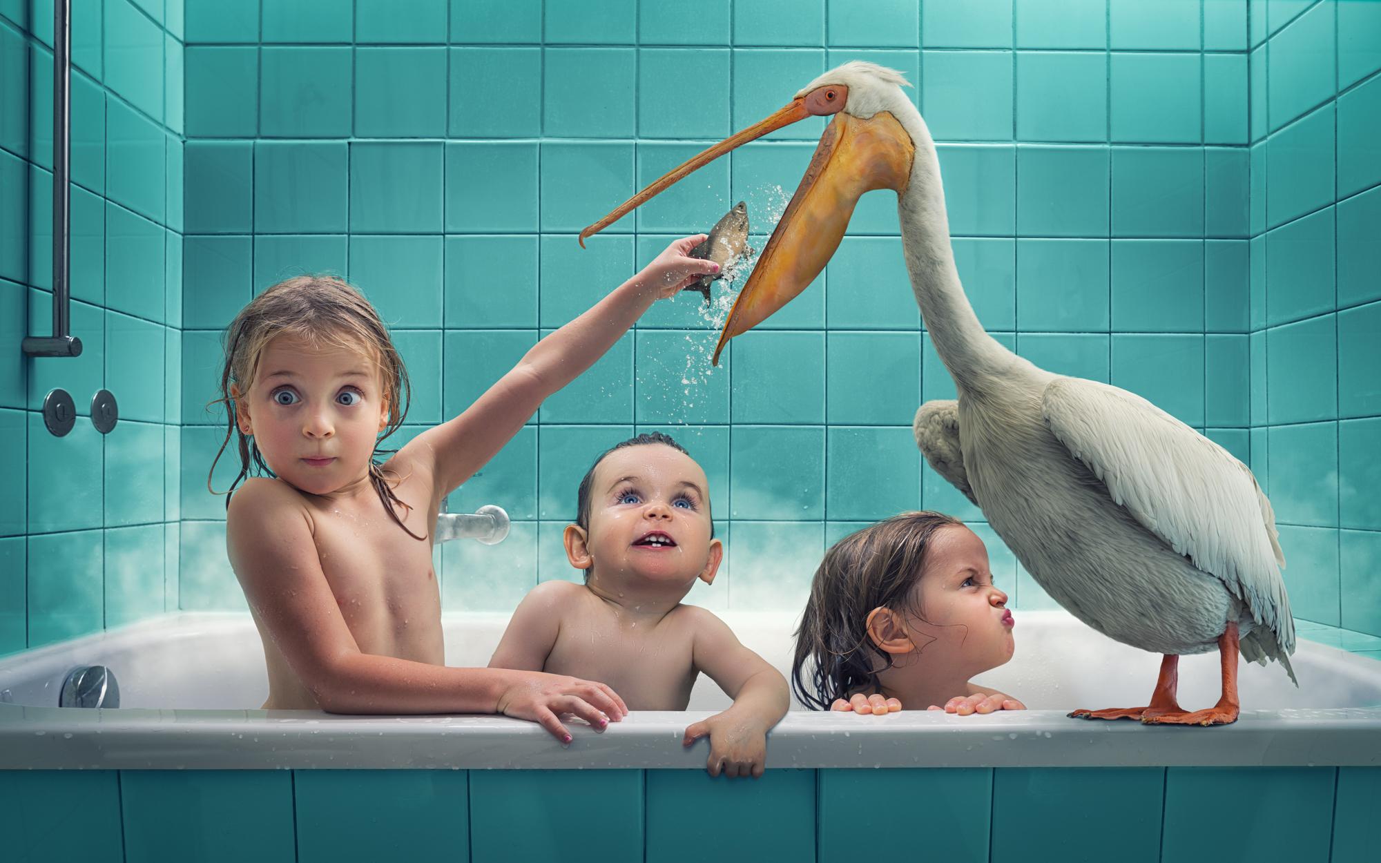 Снял на камеру голую маленькую дочь в ванной
