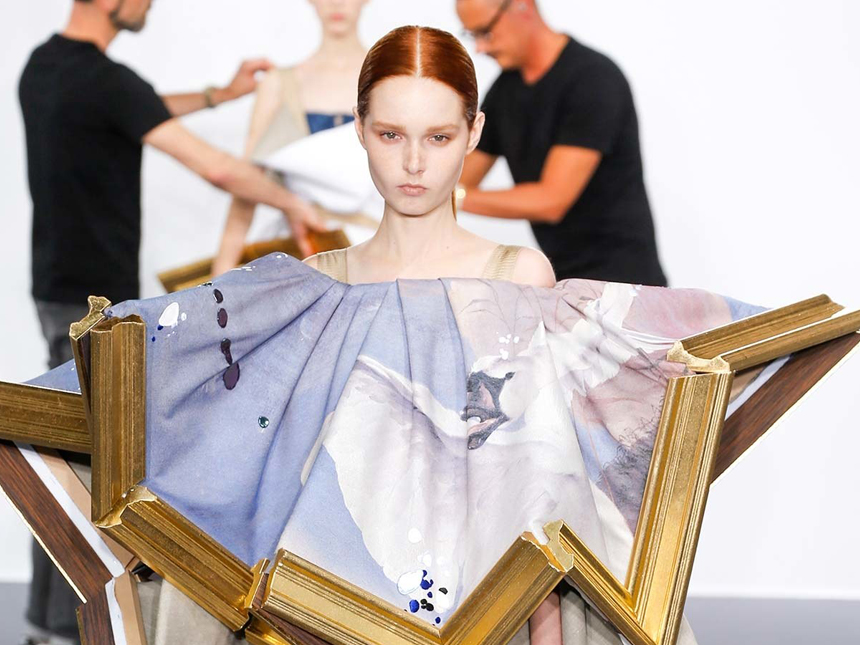 Fashion Design Meets Performance Art Viktor Rolf Alfalfa Studio