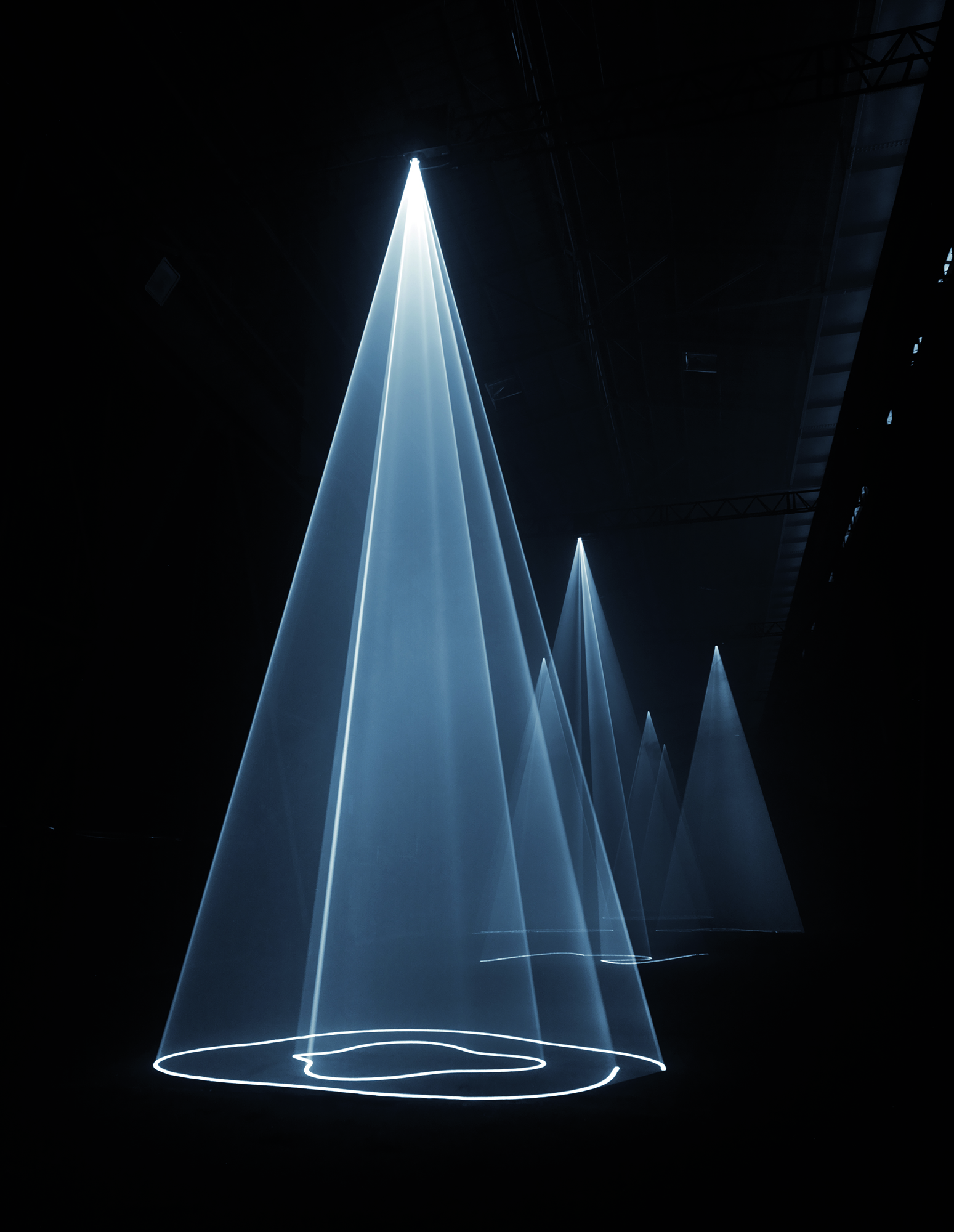 Anthony McCall. Installation view at Hangar Bicocca, Milan (2009). Photo: Giulio Buono. Courtesy Sean Kelly Gallery, New York; Galerie Thomas Zander, Cologne; Martine Aboucaya, Paris.